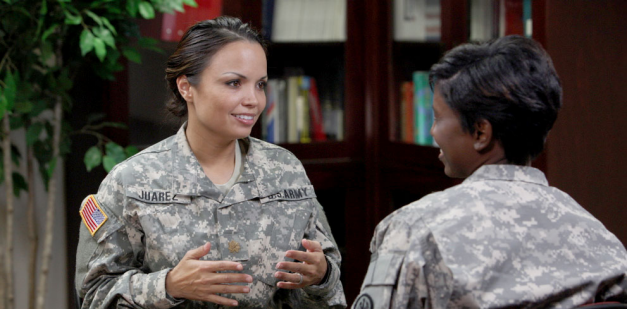 Army soldiers discussing Allied Health career opportunities